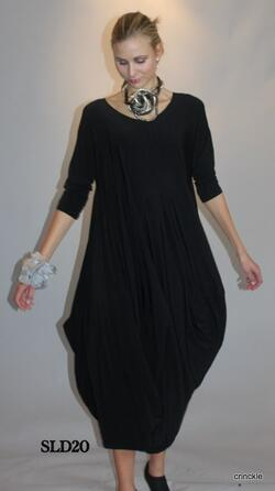 Black slinky dress with a voluminous shape. This dress is perfect for gala's and parties.